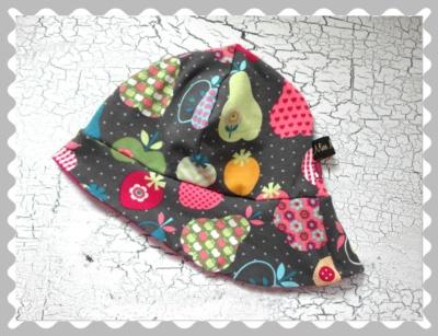 """Sommerhut """"Äpfel und Birnen auf Grau"""" in Wunschgrößen"""
