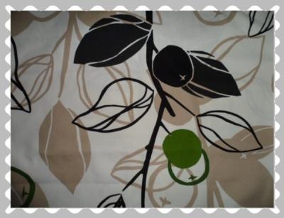 """Stoffwunsch """"Blätter und Äpfel in Beige / Grün auf Weiß"""""""