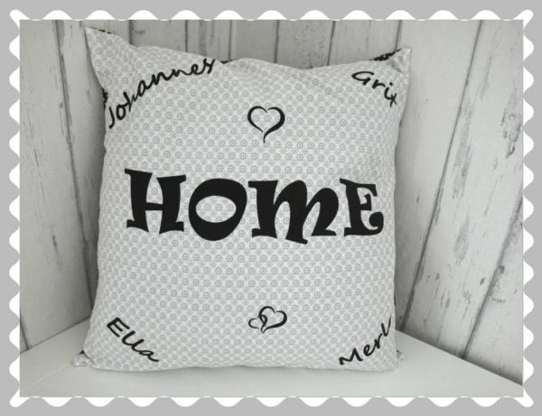 """Kissen """"HOME"""" mit Wunschnamen der Familienmitglieder"""