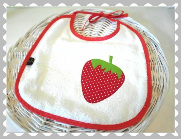 """Lätzchen """"Erdbeere"""""""