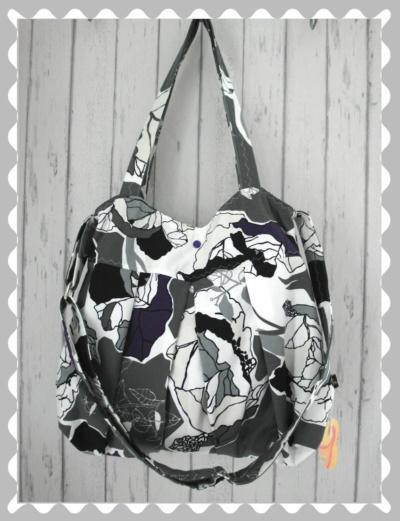 Ballontasche in Canvas in Grau mit abstrakten Muster in Weiß/Lila/Beige und Schwarz