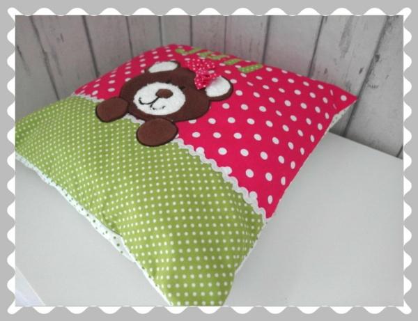 """Kissen """"Teddybär mit Schleife"""", individualisierbar, mit Wunschstoff"""