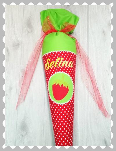 """Schultüte """"Erdbeere auf einem Emplem"""" mit Wunschstoff"""