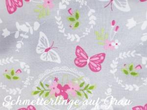 Schmetterlinge auf Grau